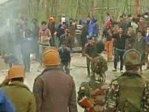 श्रीनगर के कई हिस्सों में प्रतिबंध